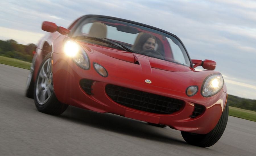 https://hips.hearstapps.com/amv-prod-cad-assets.s3.amazonaws.com/images/08q3/267371/2008-lotus-elise-sc-photo-211729-s-original.jpg?crop=1xw:1xh;center,center&resize=900:*