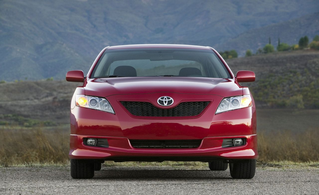 Toyota Camry: Accelerating after setting the vehicle speed