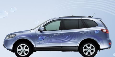 Although It Looks Like A Regular Santa Fe With Fancy Paint Job And Gl Roof This Suv Is Hyundai S Technological Showcase