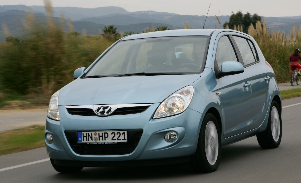 2009 hyundai i20 review car and driver. Black Bedroom Furniture Sets. Home Design Ideas