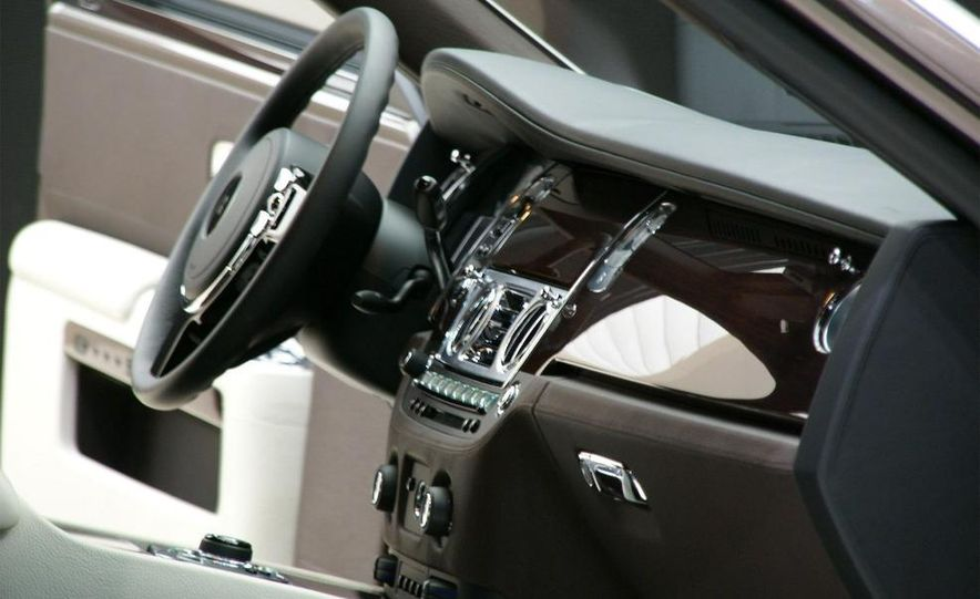 2010 Rolls-Royce Ghost - Slide 32