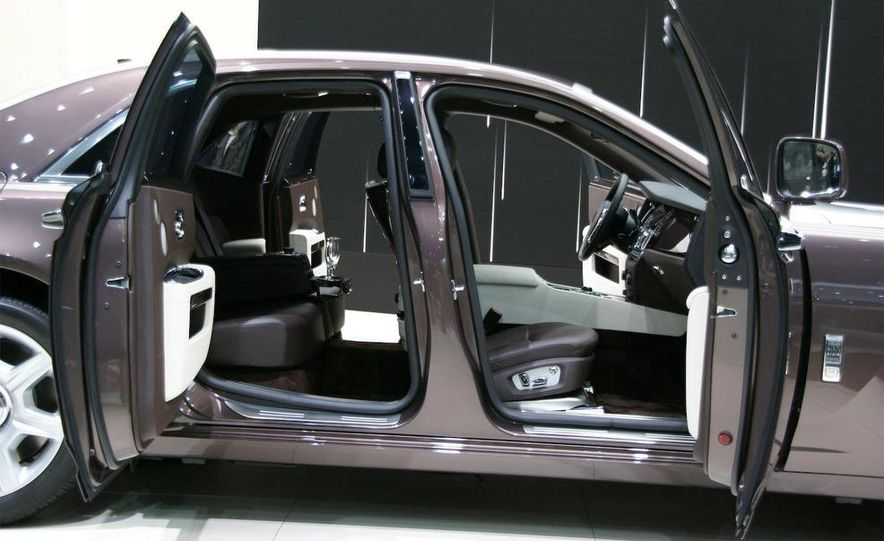 2010 Rolls-Royce Ghost - Slide 9