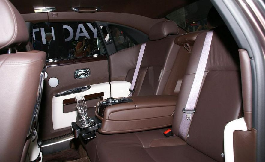 2010 Rolls-Royce Ghost - Slide 31