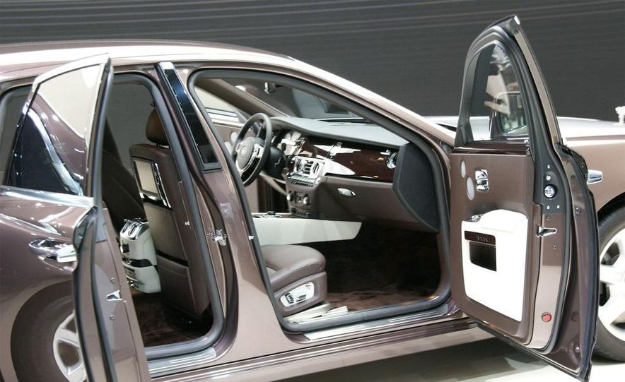2010 Rolls-Royce Ghost - Slide 12