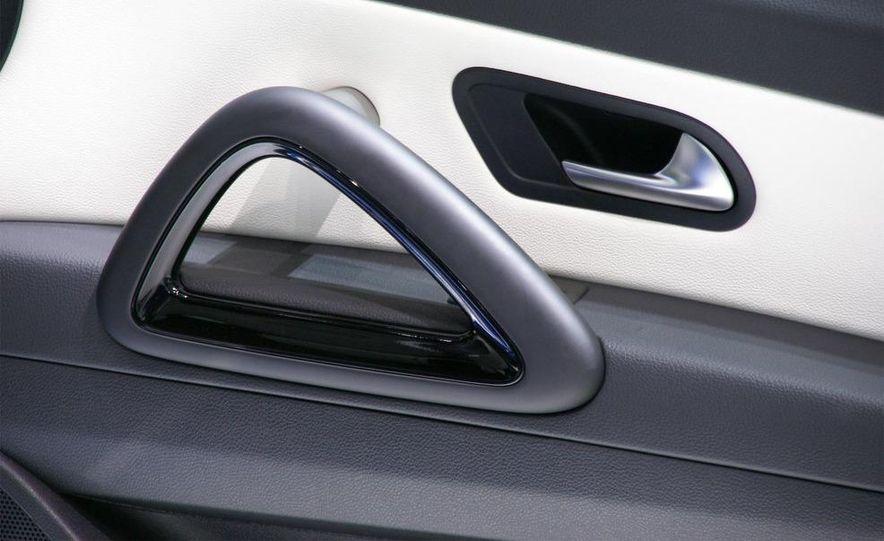 2010 Volkswagen Scirocco R - Slide 24