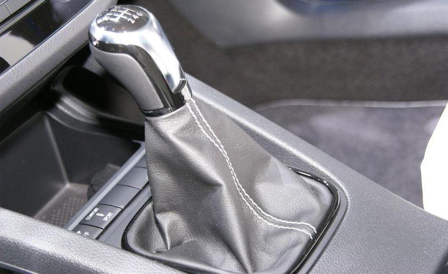 2010 Volkswagen Scirocco R - Slide 23
