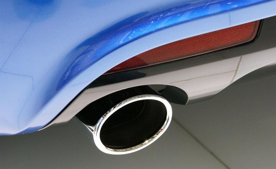 2010 Volkswagen Scirocco R - Slide 27