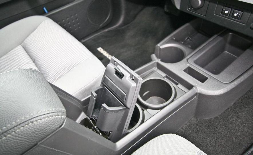 2009 Dodge Dakota crew cab V-8 4x4 - Slide 61