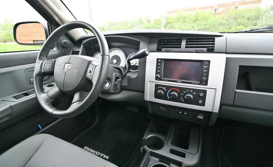 2009 Dodge Dakota crew cab V-8 4x4 - Slide 50