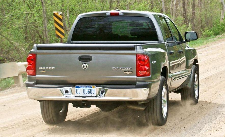 2009 Dodge Dakota crew cab V-8 4x4 - Slide 1