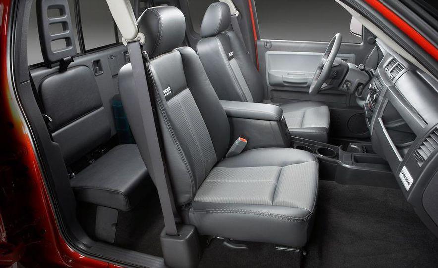 2009 Dodge Dakota crew cab V-8 4x4 - Slide 68