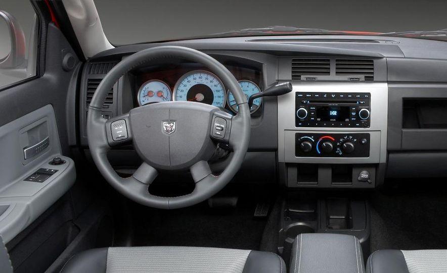2009 Dodge Dakota crew cab V-8 4x4 - Slide 75