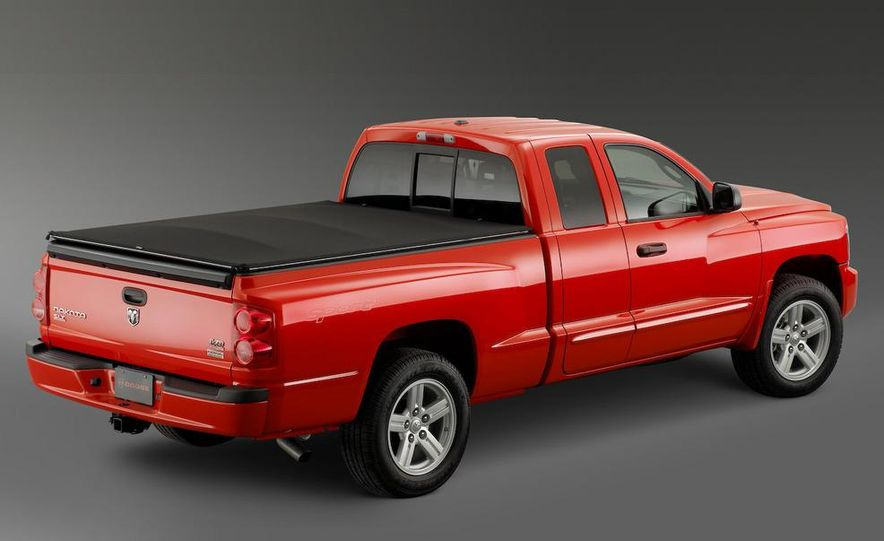 2009 Dodge Dakota crew cab V-8 4x4 - Slide 6