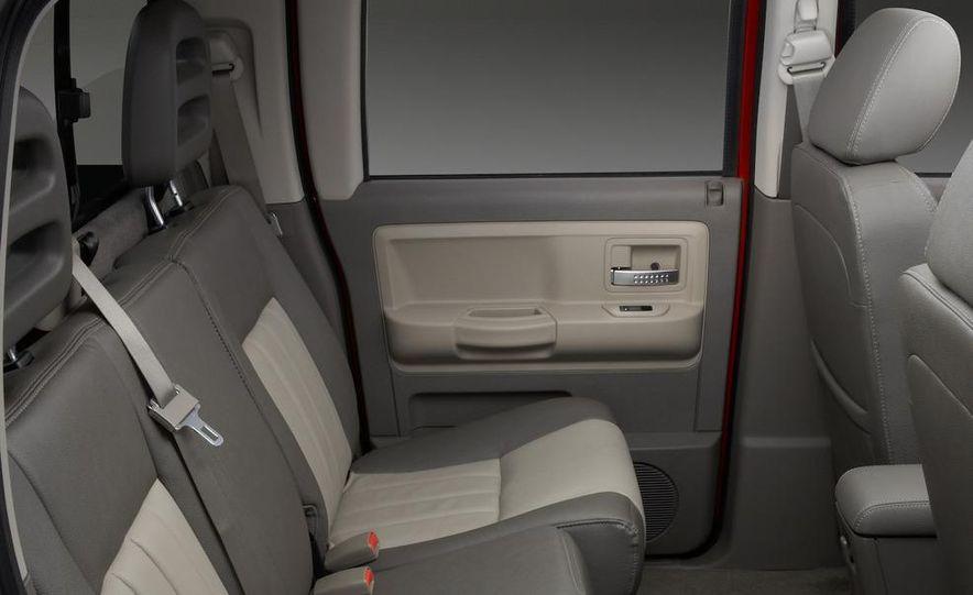 2009 Dodge Dakota crew cab V-8 4x4 - Slide 73