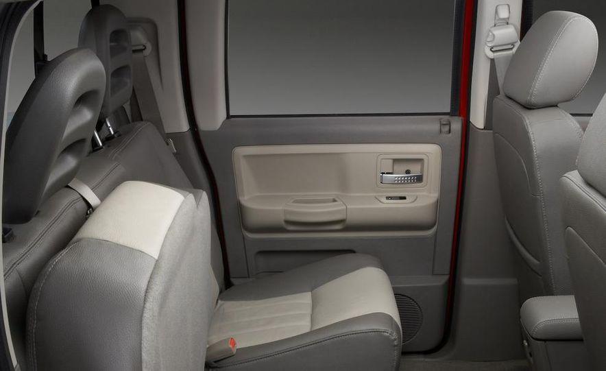 2009 Dodge Dakota crew cab V-8 4x4 - Slide 74