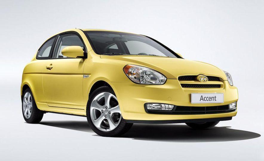 2009 Hyundai Accent 3-door - Slide 1