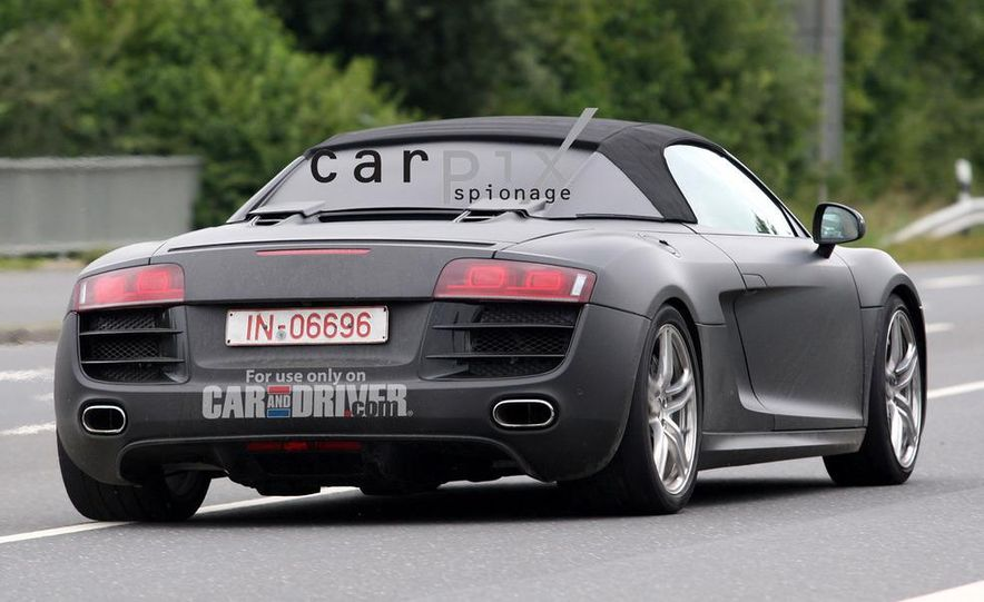2011 Audi R8 Spyder 5.2 V-10 (spy photo) - Slide 12
