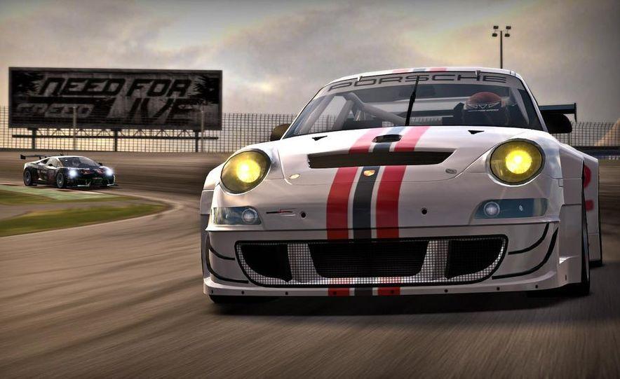 2009 BMW M3 GT2 and 2008 Porsche 911 GT3 RS screenshot - Slide 3