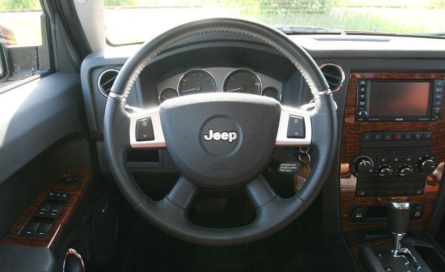 2009 Jeep Commander Limited - Slide 40