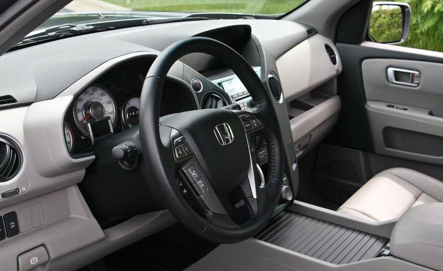 2009 Honda Pilot Touring 4WD - Slide 19
