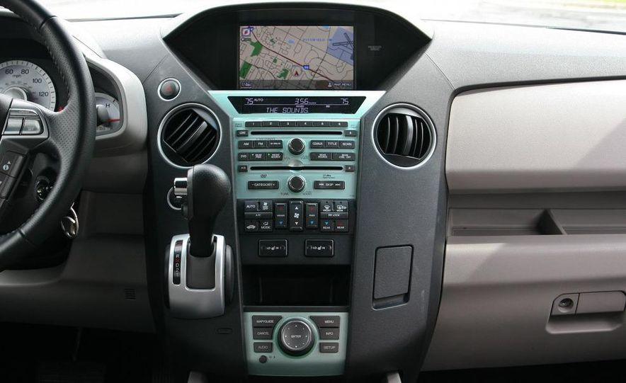 2009 Honda Pilot Touring 4WD - Slide 24