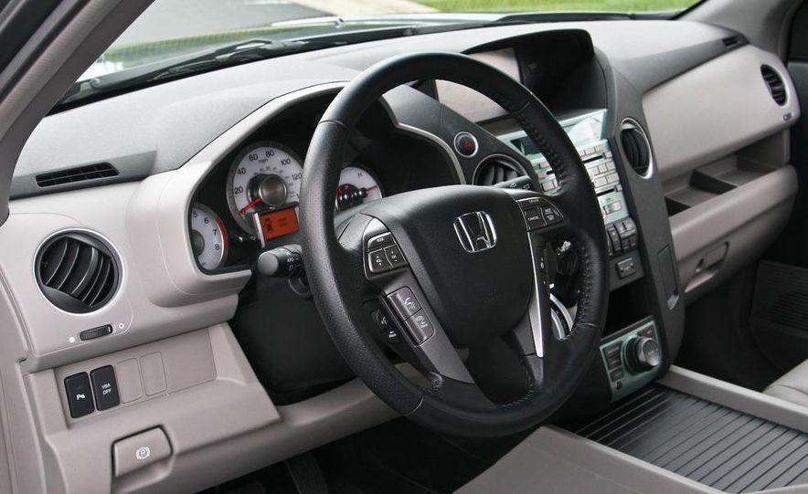 2009 Honda Pilot Touring 4WD - Slide 20