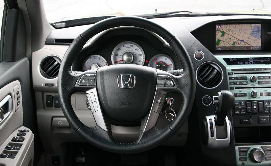 2009 Honda Pilot Touring 4WD - Slide 21