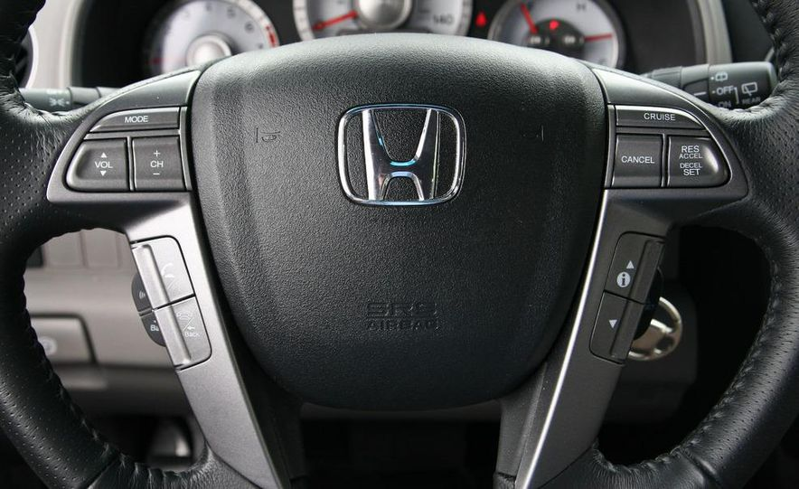 2009 Honda Pilot Touring 4WD - Slide 22