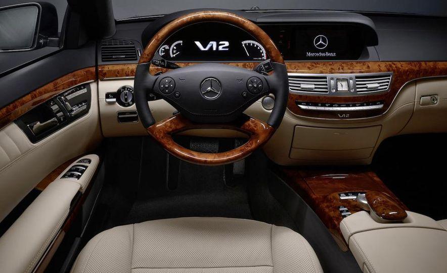 2010 Mercedes-Benz S500 interior - Slide 32
