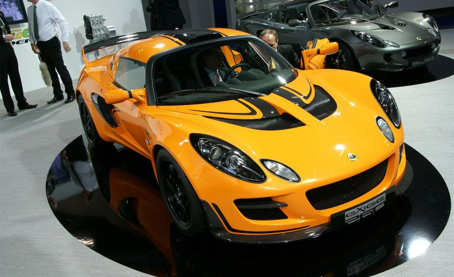 https://hips.hearstapps.com/amv-prod-cad-assets.s3.amazonaws.com/images/09q3/267587/2010-lotus-exige-cup-260-photo-296101-s-original.jpg?crop=1xw:1xh;center,center&resize=900:*