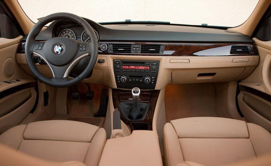 2009 BMW 328i sedan - Slide 4