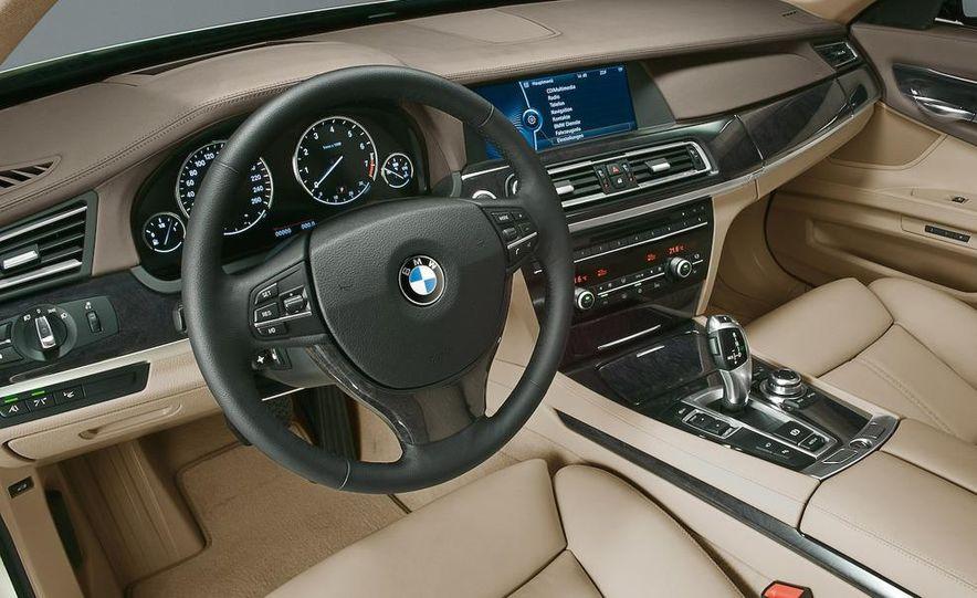 2009 BMW 328i sedan - Slide 29