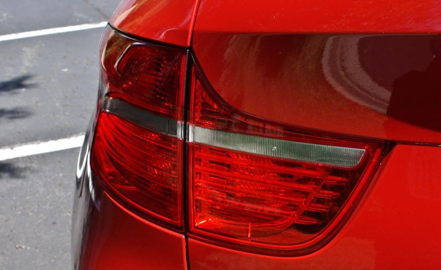 2010 BMW X6 M - Slide 16