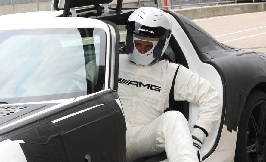 2011 Mercedes-Benz SLS AMG - Slide 38