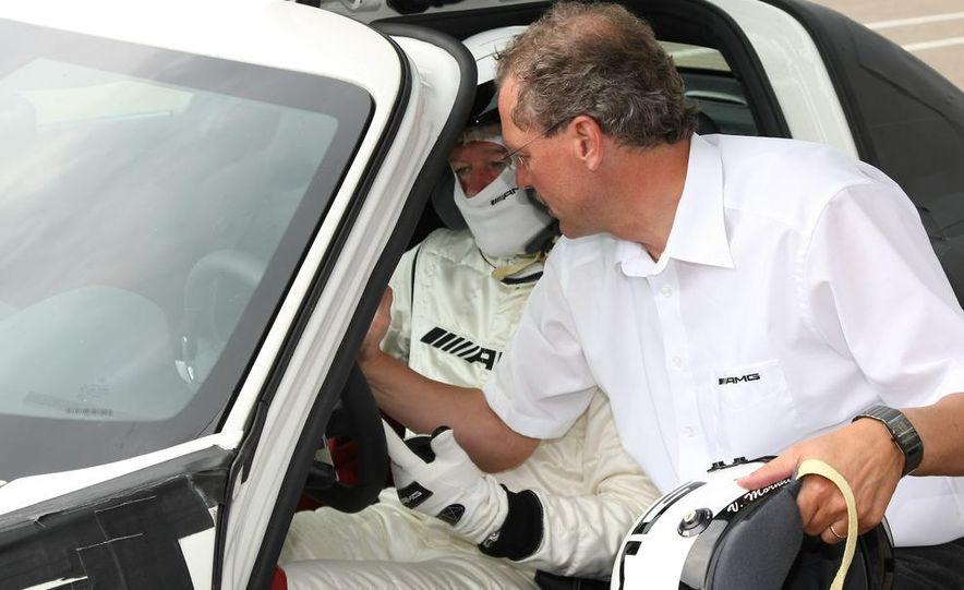 2011 Mercedes-Benz SLS AMG - Slide 43