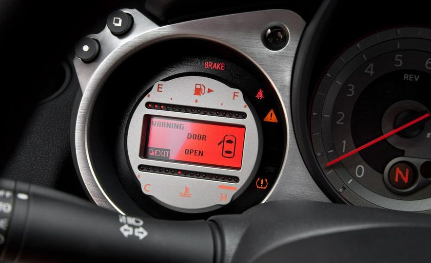 2009 Nissan 370Z SynchroRev Match button - Slide 32