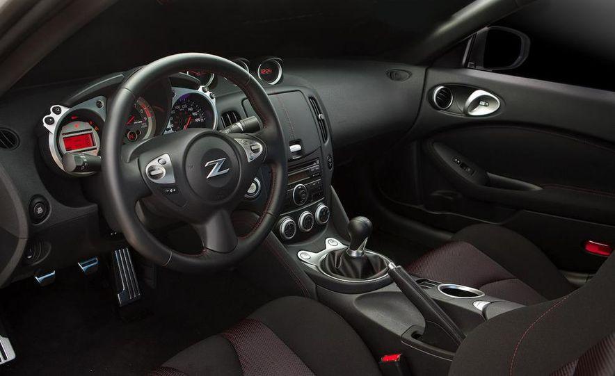 2009 Nissan 370Z SynchroRev Match button - Slide 27