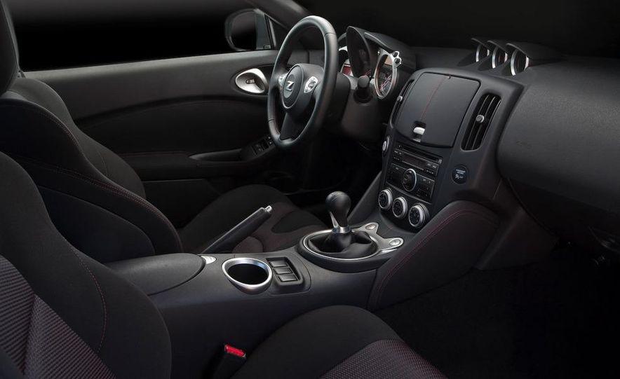 2009 Nissan 370Z SynchroRev Match button - Slide 28