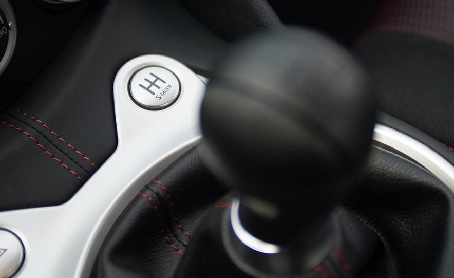 2009 Nissan NISMO 370Z shifter and SynchroRev Match button - Slide 1