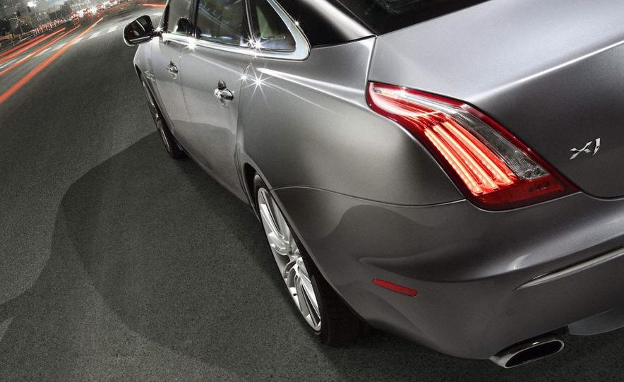 2010 Jaguar XJ - Slide 3