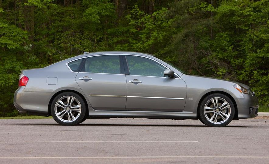 2009 Jaguar XF, 2010 Mercedes-Benz E350, 2009 Audi A6 3.0T Quattro, 2009 Infiniti M45, and 2009 BMW 535i - Slide 58