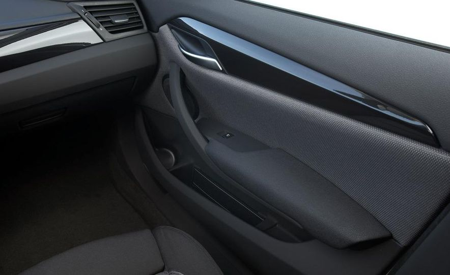 2010 BMW X1 xDrive23d (European model) - Slide 2