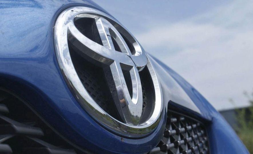 2009 Toyota Yaris 5-door hatchback - Slide 9