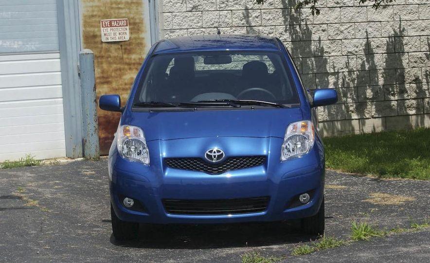 2009 Toyota Yaris 5-door hatchback - Slide 2