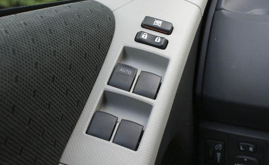 2009 Toyota Yaris 5-door hatchback - Slide 22