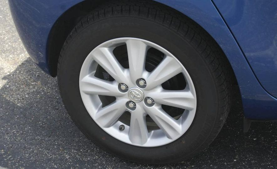 2009 Toyota Yaris 5-door hatchback - Slide 15