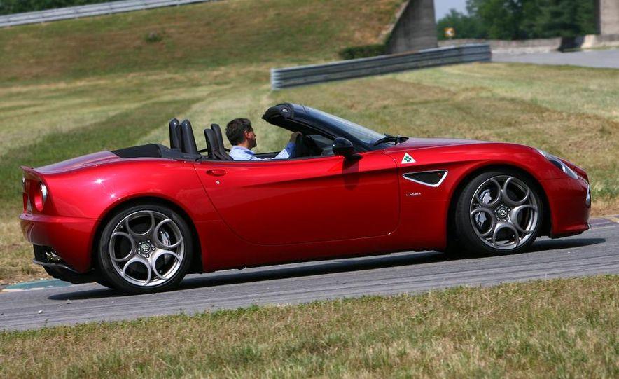 2010 Alfa Romeo 8C Spider - Slide 23