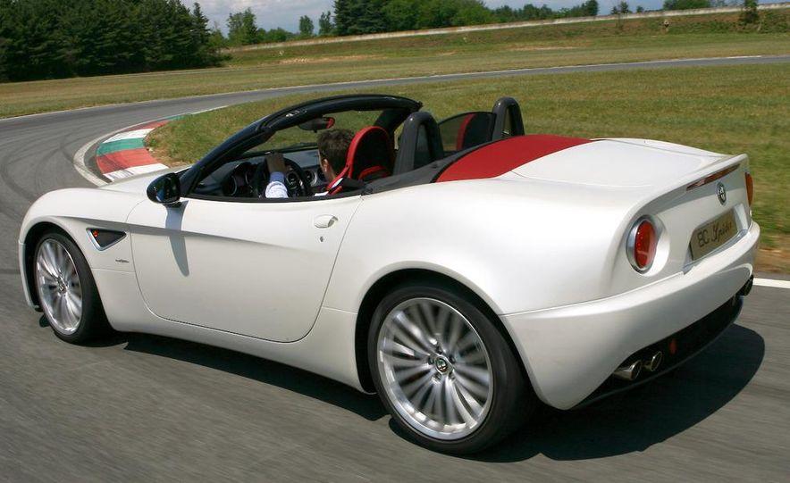 2010 Alfa Romeo 8C Spider - Slide 7