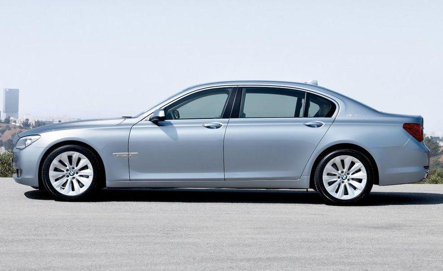 2010 BMW ActiveHybrid 7 - Slide 12
