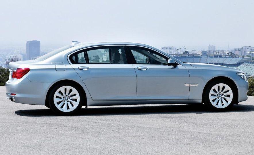 2010 BMW ActiveHybrid 7 - Slide 16